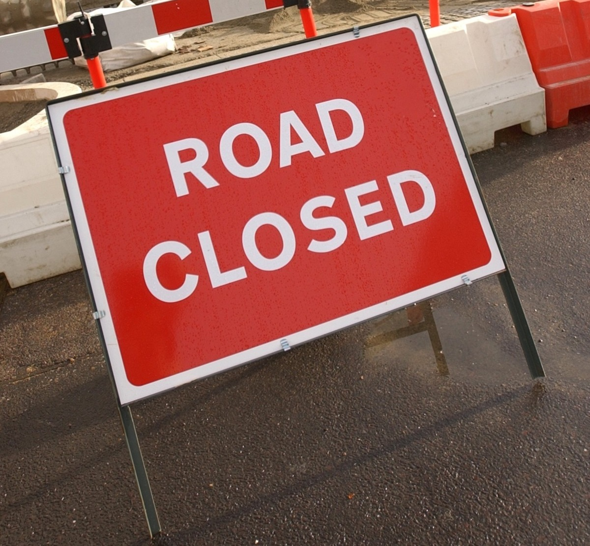 A mains water leak has resulted in the closure of Summers Lane, in Totland.