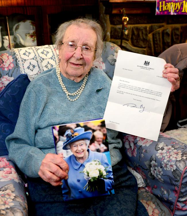 east cowes doris osborne celebrating her 100th birthday with her telegram from the queen and