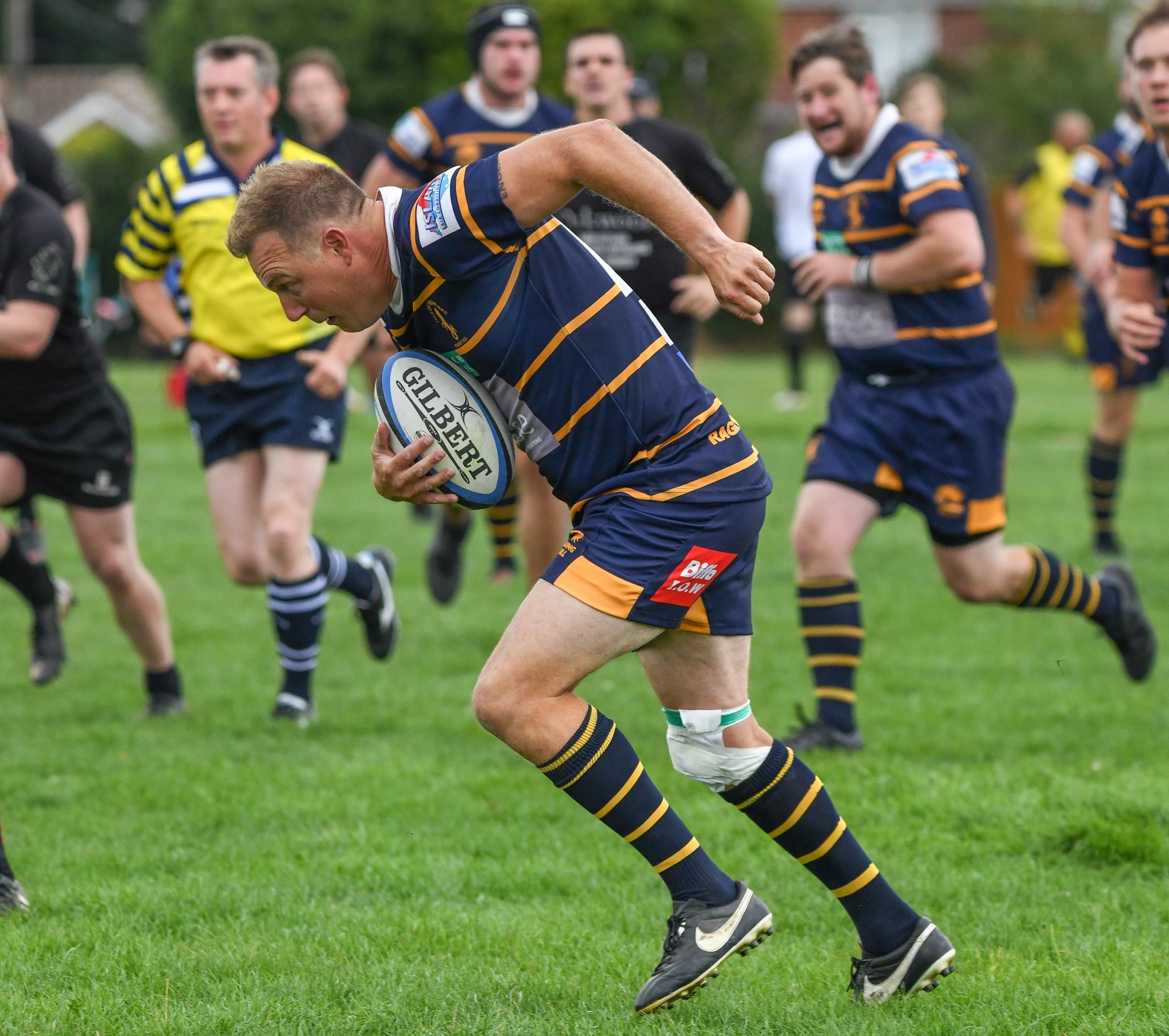 Andy Rann, who scored a try for the Isle of Wight at home in their Hampshire 3 clash with Farnborough at Wootton on Saturday.    FILE